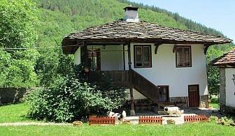 Нощувка за 13 човека в село Бели Осъм до Троян - къща за гости Четирите бора  с механа и камина