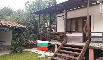 Нощувка за до 12 човека + трапезария с камина, барбекю в къща Под ябълката край Троян - с. Шипково