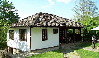 Нощувка за 4+1 човека + трапезария с камина в Тачева къща в Боженци