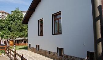 Нощувка за 11 + 1 човека в Трявна в къщи за гости Пеневи в битов стил със собствена механа, озеленен двор и още!