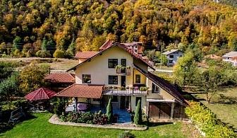 Нощувка за 16, 19 или 23 човека във вила Българка, Рибарица с басейн, детски кът, барбекю и още!