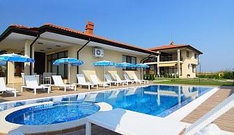 Нощувка за двама или четирима със закуска + басейн в непосредствена близост до плажа във ваканционно селище Армира, Лозенец. Две деца до 12г. БЕЗПЛАТНО