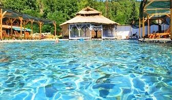 Нощувка за двама или четирима със закуска + минерален басейн и релакс зона в хотел Петрелийски