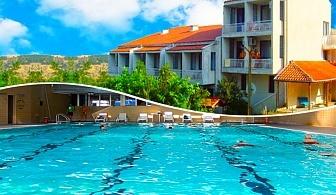 Нощувка за двама, трима или четирима + плувен минерален басейн и джакузи в хотел Карталовец, Сандански