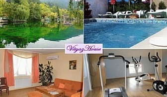 Нощувка или нощувка с изхранване по избор + джакузи с минерална вода от хотел Витяз Хаус, Велинград