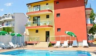 Нощувка със закуска + басейн с джакузи в хотел Жаки, Кранево