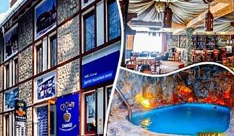 Нощувка със закуска + басейн само за 23.90 лв. в хотел Родина, Банско