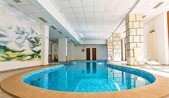 Нощувка със закуска за 4 или 6 човека + басейн и релакс зона от хотел Топ Лодж, Банско
