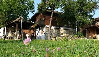 Нощувка и закуска за 4, 8 или 12 човека край Троян във Власковските къщи с барбекю, механа, лятна кухня и цветна градина - с. Орешак