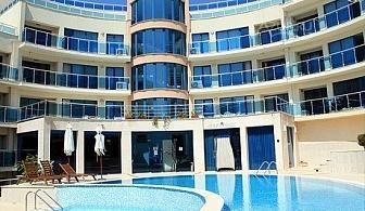 Нощувка със закуска за ДВАМА + басейн, чадър и шезлонг на плажа до края на Юни в Обзор, хотел Аквамарин - на 100м. от плажа