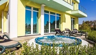 Нощувка със закуска за ДВАМА + ТРИ открити басейна и джакузи с минерална вода и релакс зона в Къща за гости Европа***, Долна Баня