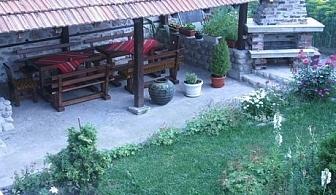 Нощувка със закуска само за 18 лв. в къща за гости Солунови, Добринище