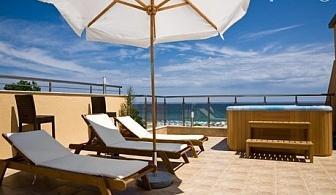 Нощувка със закуска на 20 м. от плажа в Хотел Зора, Лозенец през Юни