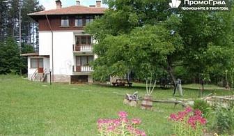 Нощувка със закуска за 2-ма в семеен комплекс Чичо Томовата Колиба, Трявна за 38 лв.