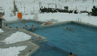 Нощувка със закуска, СПА и външен басейн с МИНЕРАЛНА ВОДА в Хотелски Комплекс Долна Баня