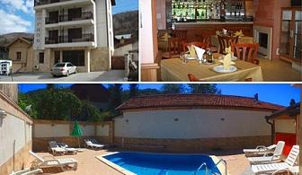 Нощувка със закуска + външен басейн в Къща за гости Орион, с. Чифлик