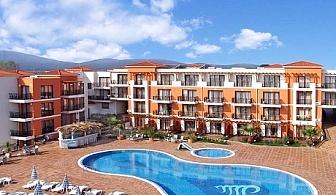 Нощувка със закуска и вечеря + басейн в хотел Коста Булгара, Черноморец - на 200м. от плажа