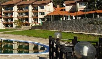 Нощувка със закуска и вечеря + басейн в хотелски Комплекс Априлци