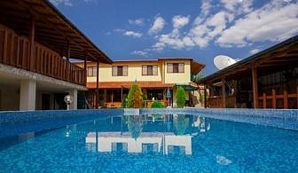 Нощувка, закуска и вечеря* + басейн в Клуб хотел Валдес, с. Божичен.