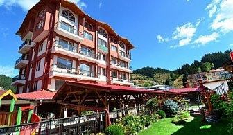 Нощувка, закуска, вечеря + 1 час тенис на корт в хотел Йола, Чепеларе