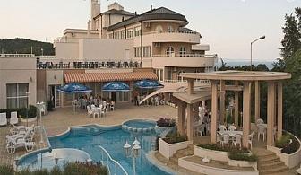 Нощувка, закуска и вечеря за ДВАМА + външен басейн през Юни в хотел Белвю***, Златни пясъци