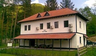 Нощувка, закуска и вечеря само за 24 лв. в къща за гости Хан Костина, Рибарица
