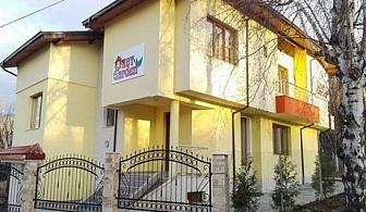 Нощувка, закуска, вечеря + МИНЕРАЛЕН басейн и СПА от Къща за гости KOT Garden, Сапарева баня