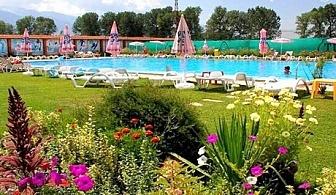 Нощувка, закуска и вечеря + външен басейн, закрит минерален басейн и СПА в Комплекс Пири, с. Баня, до Банско.