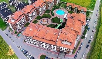 Нощувка, закуска, вечеря, външен и вътрешен басейн + СПА зона в Мурите Клуб Хотел до Банско