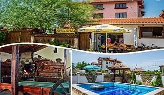 Нощувка със закуска или закуска и вечеря + басейн в хотел Крайпътен рай, с. Баня до Банско