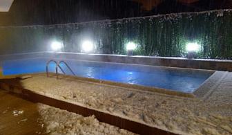 """Нощувка със закуска или закуска и вечеря + ползване на минерален басейн от хотел """"Минерал 56"""", с. Баня, до Банско"""