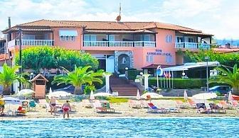 7 нощувки за двама или трима със закуски на първа линия в Халкидики, хотел Polychrono Beach
