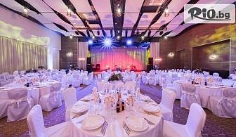 Нова година в к.к. Албена! Новогодишна гала вечеря с гости Сигнал и Деси Добрева, брънч и ползване на закрит басейн с минерална вода и СПА, от Maritim Hotel Paradise Blue Albena 5*