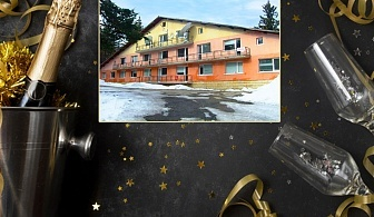Нова Година в Боровец! 3 нощувки на човек със закуски, обеди и вечери, едната празнична, в почивна база Шумнатица