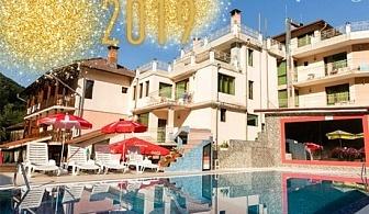 Нова година с горещ минерален басейн! 3 или 4 нощувки, закуски и вечери + празничен куверт в хотел Мания, с. Чифлик