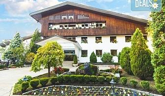 Нова година в Хотел Борова гора, Пирдоп! 2 нощувки със закуски, 1 обяд и вечеря, новогодишна вечеря и пограма с DJ, ползване на вътрешен басейн и сауна, безплатно за дете до 1.99 г.