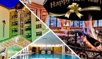 Нова година в хотел Пампорово 5*! 3, 4 или 5 нощувки за двама със или без деца  или трима + закуски и вечери + СПА. Празнична програма в зала Орфей с гост изпълнител, фолклорна програма и DJ
