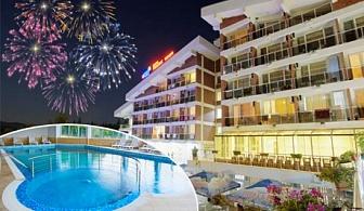 Нова година в хотел Релакс КООП, Вонеща вода! 3 или 4  нощувки на човек със закуски, обеди и вечери, празничен куверт + басейн и релакс зона
