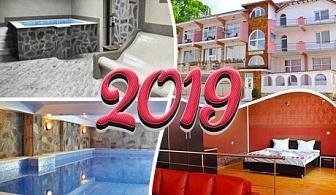 Нова Година в Огняново! 3 нощувки, 3 закуски и 3 вечери, едната Празнична с DJ + басейн с минерална вода в комплекс Черния Кос