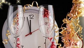 Нова Година в Рибарица! 3 нощувки на човек със закуски и вечери, едната Празнична с DJ в къща за гости Хан Костина