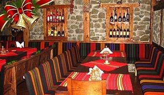 Нова Година на ТОП ЦЕНА в Банско! 2 или 3 нощувки със закуски и вечери (едната празнична) в механа с музика на живо в  хотел Калис