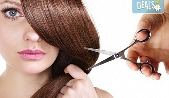 Нова прическа! Подстригване с гореща ножица (терапия), маска с арганово масло и прав сешоар в Салон за красота B Beauty!