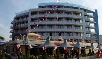 Новогодишна наздравица на море, 2 дни за двама полупансион с официална вечеря в Хотел Мариета Палас, Несебър