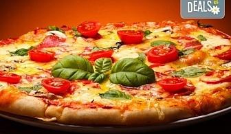 """Обяд или вечеря в Ресторанти """"Златна круша""""! Две големи тънки пици или три малки тънки пици"""