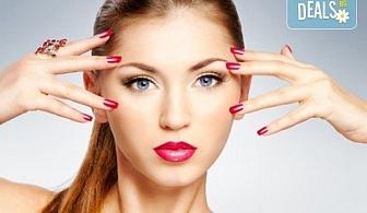 Оцветете ноктите си в ярки цветове! Маникюр с гел лак и бонус: безплатно сваляне в салон за красота Сиемпре Белла