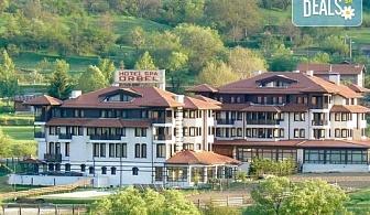 За Осми март в Хотел Орбел 4* в Добринище! Нощувка със закуска и вечеря, ползване на минерален басейн, джакузи и сауна, безплатно за дете до 3.99г.