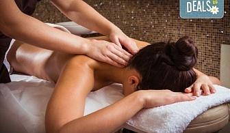 Отървете се от болките и схващанията с 40-минутен масаж на гръб с мекотъканни техники в Hair Gallery Amur