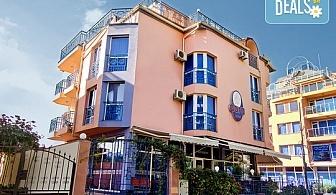 Открийте летния сезон в семеен хотел Дара 3*, Приморско! Нощувка със закуска или закуска,обяд и вечеря, ползване на басейн с джакузи!