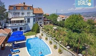 Отпразнувайте 3-ти март в хотел Panorama Lux, Ниш! 2 нощувки с 2 закуски и 2 празнични вечери със звездното участие на Марио Китич!