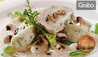 Пълнено пилешко роле с паста сицилиана и моцарела или Свински джолан по родопски с гарнитура, плюс чаша вино по избор